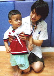 Soamarat Vilaiyuk with one of her young patients